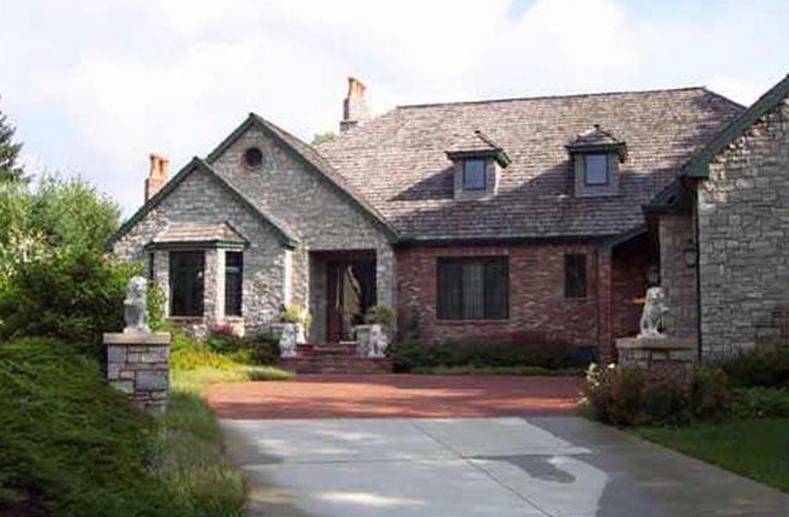 estate home in Golden Valley, MN