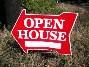 Red open house sign shaped like an arrow